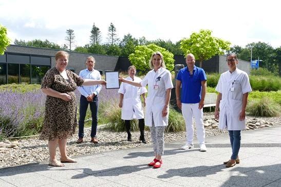 Wilhelmina Ziekenhuis Assen team receiving certificate after completing ERAS® Implementation Program